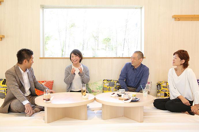 座談会は子育て家族に人気の長久手のカフェ「Photovel Cafe」で開催しました