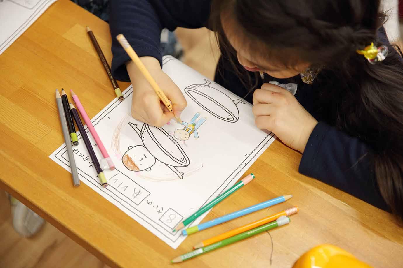 子どもたちは自分に見立てたイラストを描くことで、楽しみながら自分の内面と向き合う