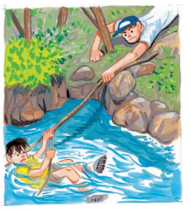 水中に落ちないよう気を付けながら救助します