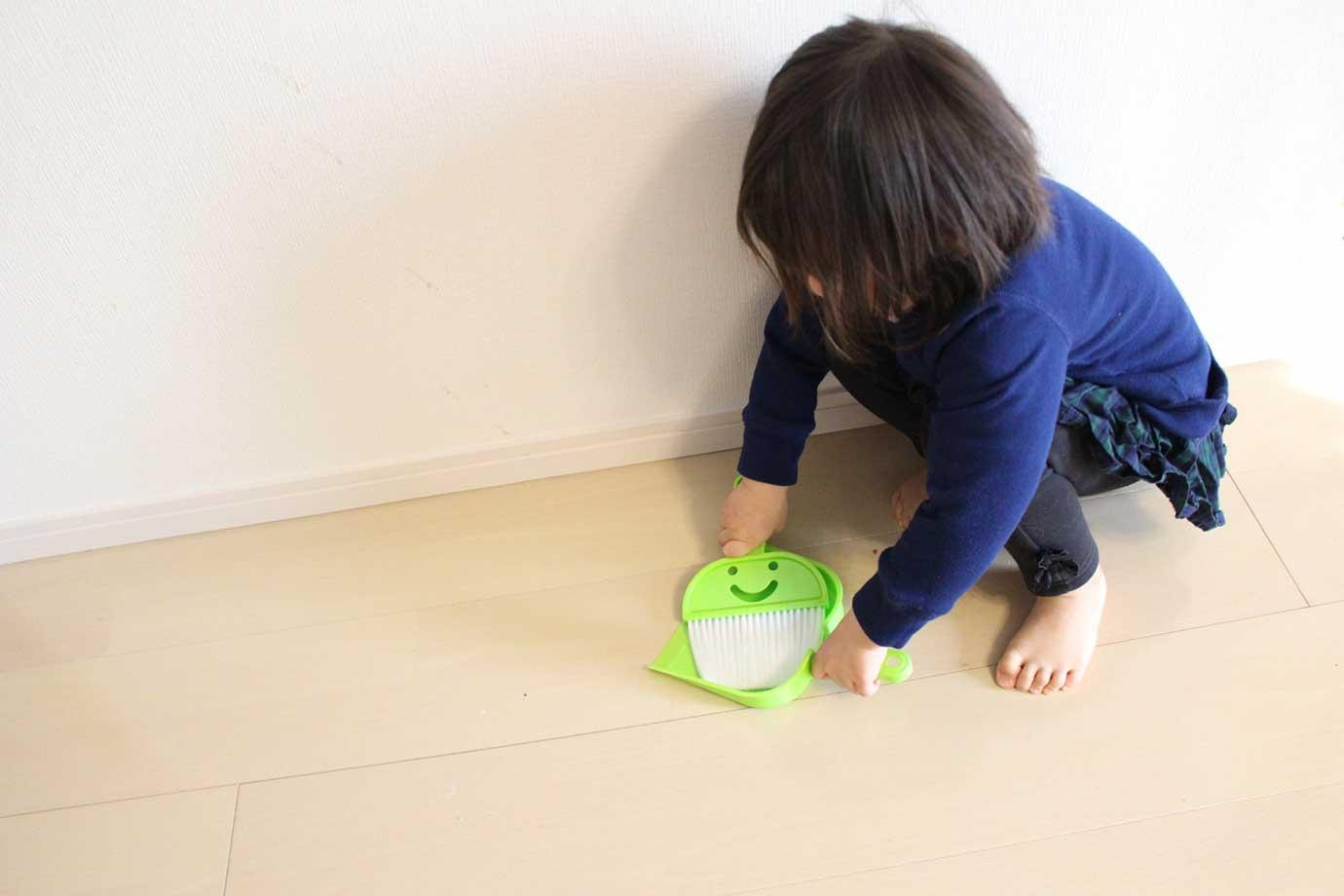 自分専用の掃除道具は、愛着が湧くもの。一緒に買い物に行って、子どもに掃除道具を選ばせるのもよいでしょう