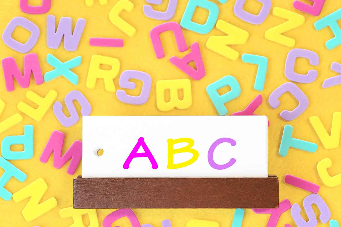 ネイティブ英語に慣れるには、外国人講師の表情も含めて発音を真似すること