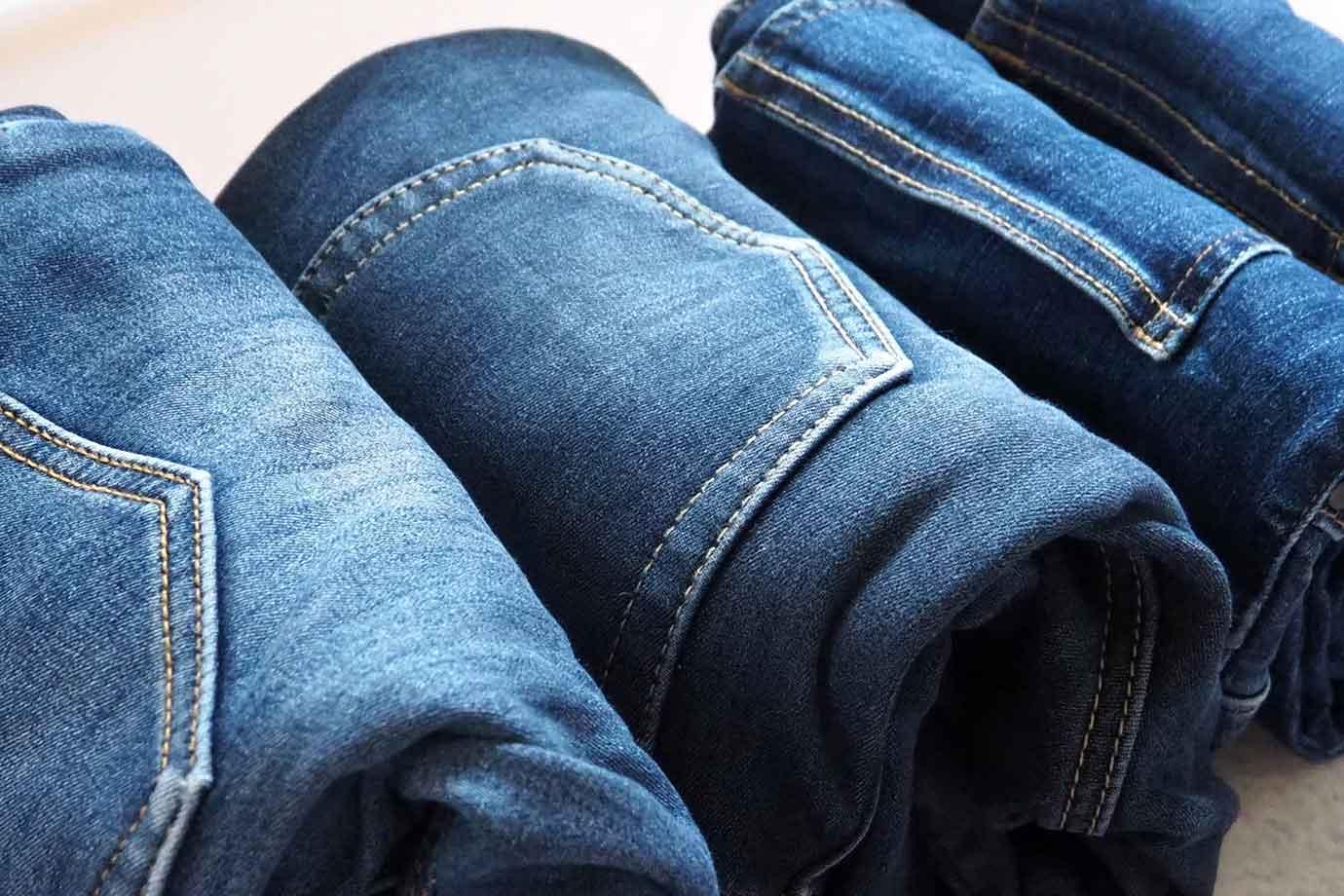 服を作るには、原材料や製造、輸送、破棄と各段階で環境に負荷がかかっています