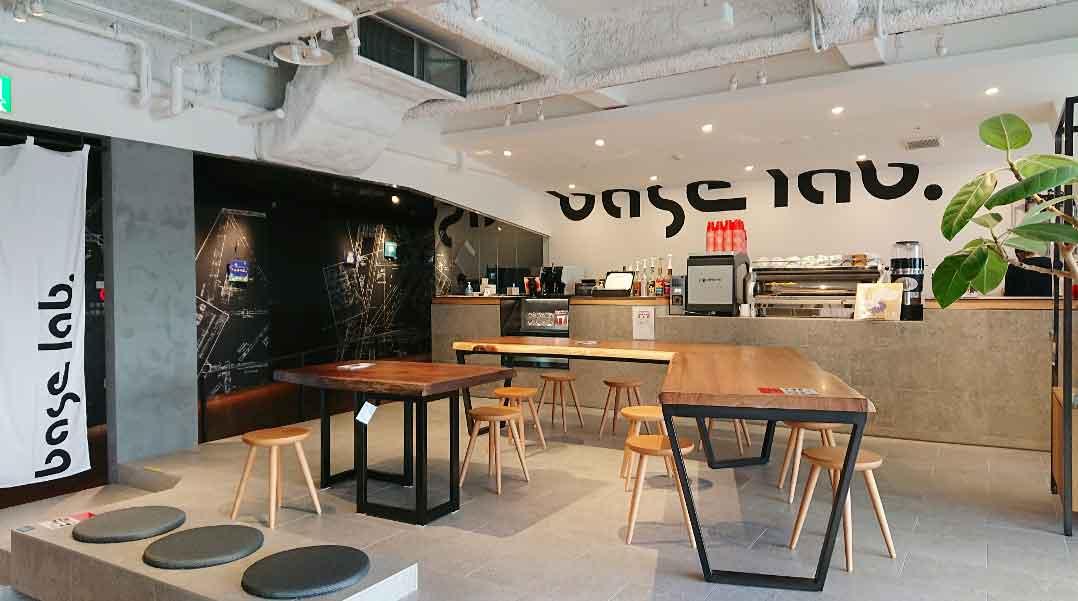 3階のカフェ「base lab.」