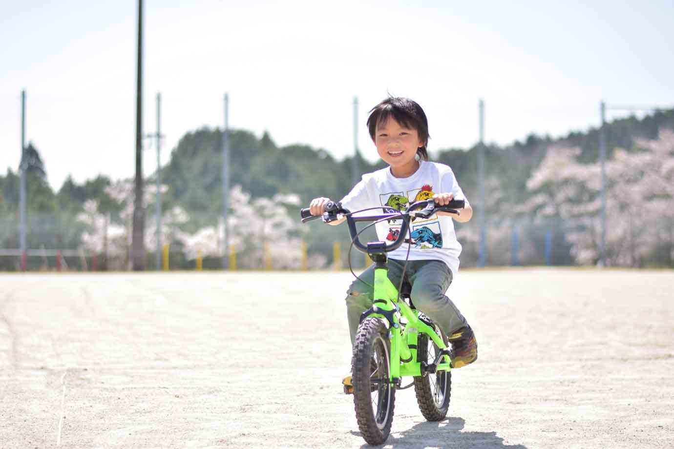 子どもの運動が大切な理由は、「神経機能(リズム感・センス)」などが、6歳頃までに約80%、12歳までに100%発達すると言われているため
