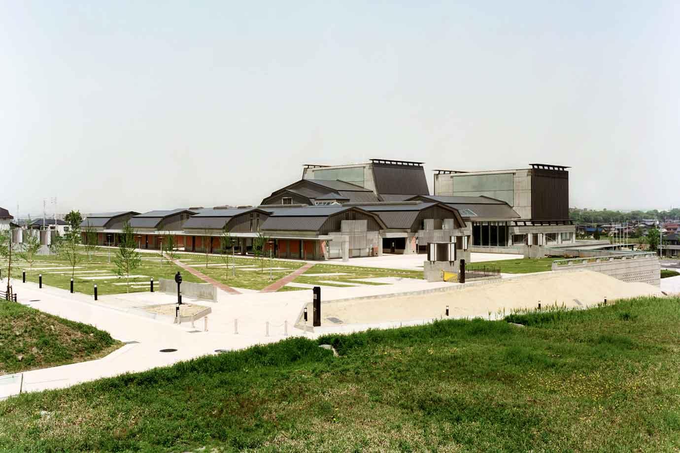 文化の家は愛知県長久手市立図書館のそばにあります。