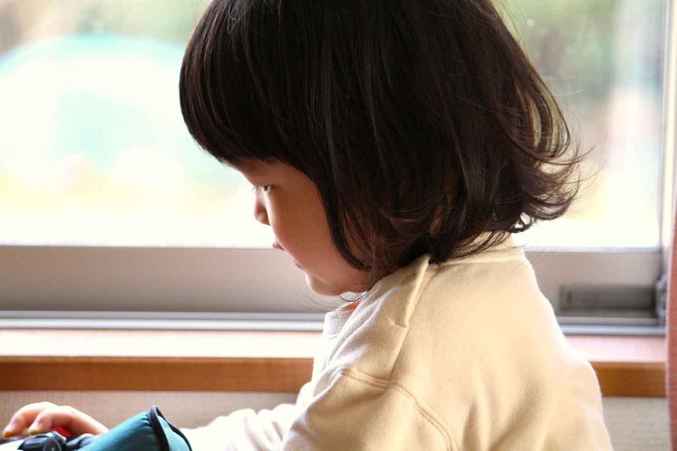 人前でつい、子供のことを謙遜したり、自虐的なネタとして扱ったりしていませんか?