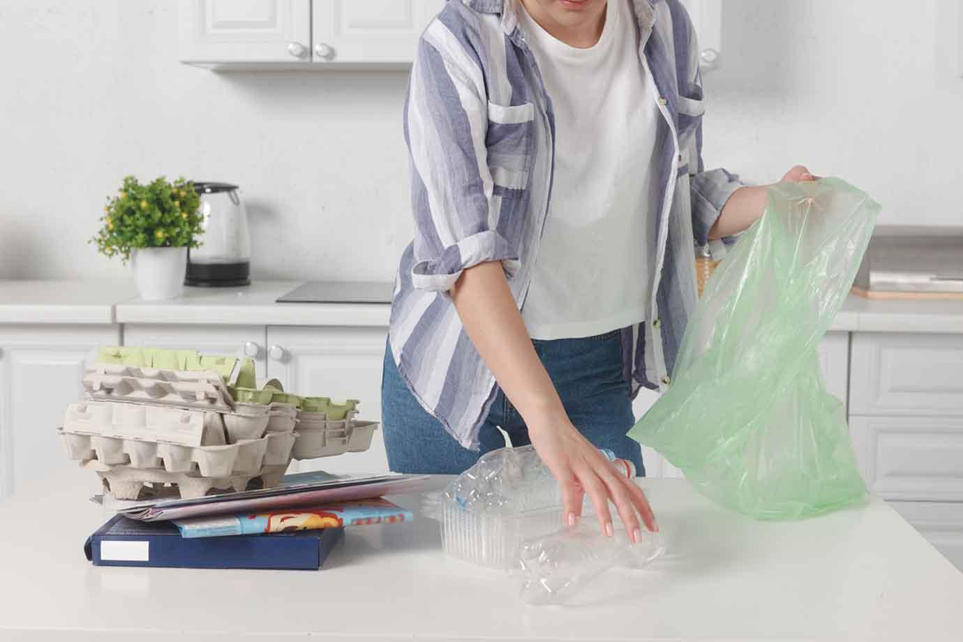 エシカル消費とは「消費者それぞれが各自にとっての社会的課題の解決を考慮したり、そうした課題に取り組む事業者を応援しながら消費活動を行ったりすること」を指します